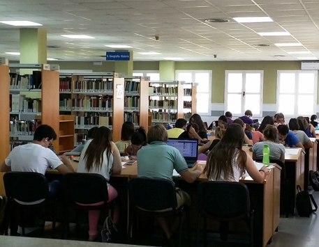 biblioteca sala de estudios
