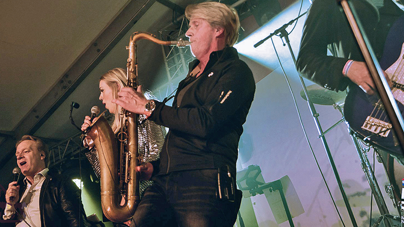 bruiloftband met saxofoonmet saxofoon