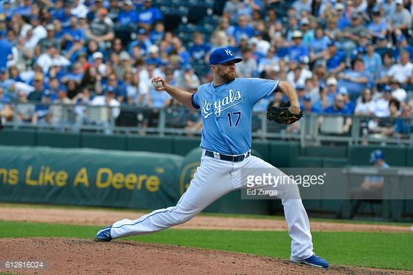 KANSAS CITY, MO - OCTOBER 2: Wade Davis #17 of the Kansas City Royals throws against the Cleveland Indians at Kauffman Stadium on October 2, 2016 in Kansas City, Missouri. (Photo by Ed Zurga/Getty Images)