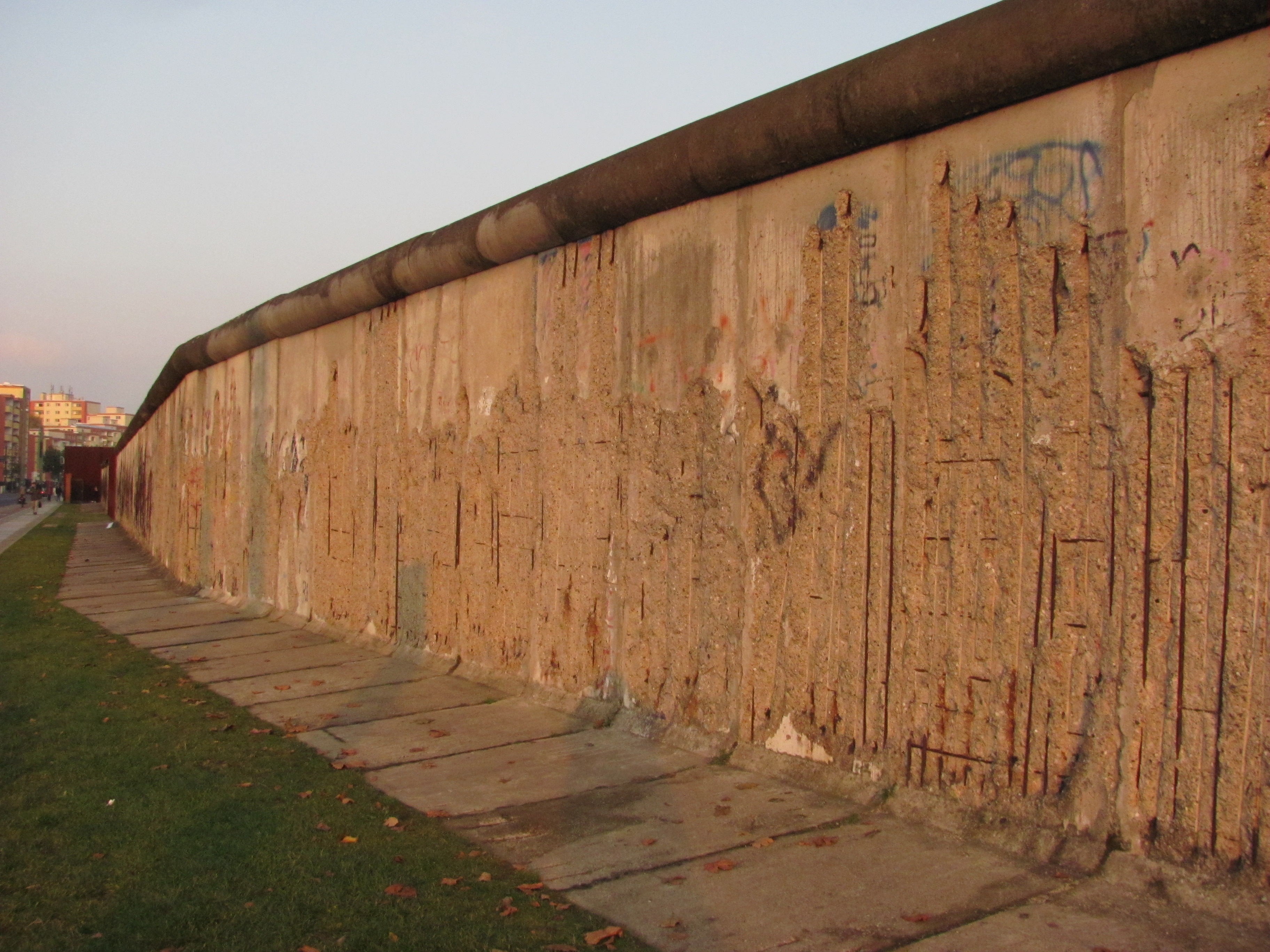 The Fall of the Berlin Wall  30th Anniversary  Leger