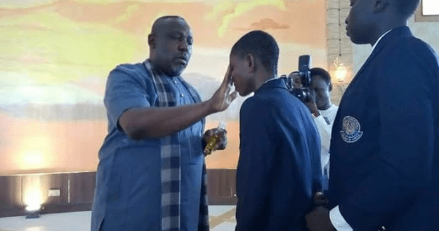 Photos Of Governor Okorocha Anointing Worshipers During Church Service
