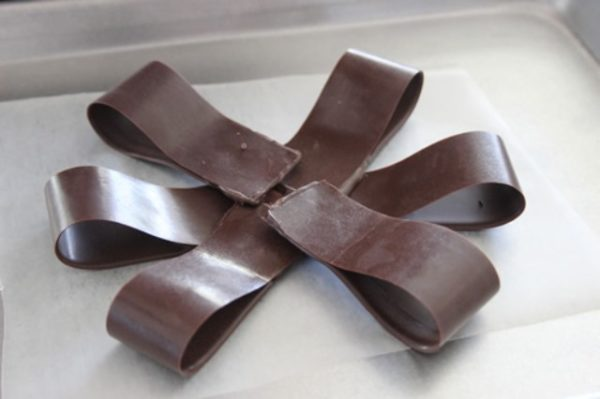 első sor csokoládé íj