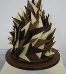 Farklı çikolata türlerinden üçgen paneller