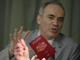 отказали в гражданстве Латвии