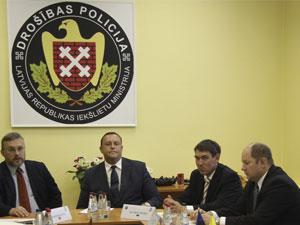 вид на жительство для россиян в латвии создает угрозу