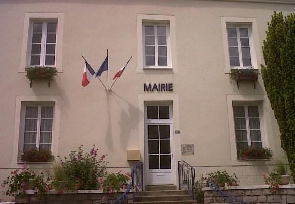Une mairie en Mayenne sans devise de la République sur son fronton...