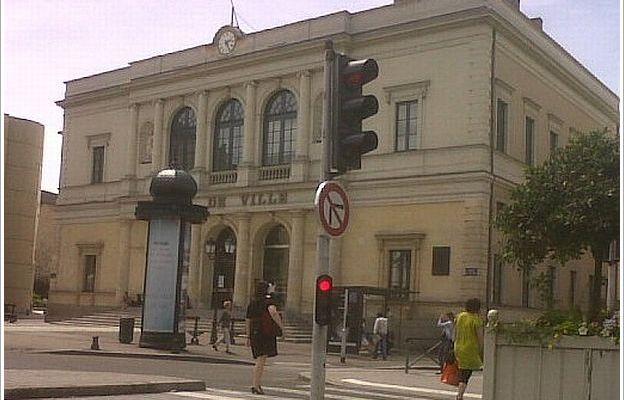 La mairie de Laval (Mayenne) avec un nouveau locataire