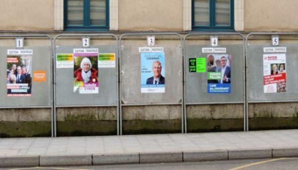 Les panneaux électoraux à Laval