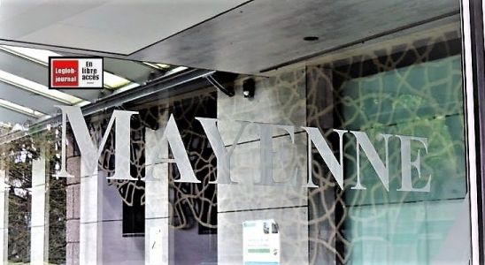 L'entrée de la mairie de Mayenne en Mayenne