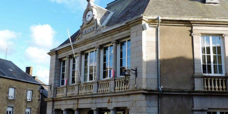 la mairie de gorron dans le nord de la Mayenne