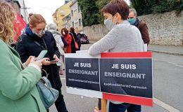 Manifestation contre la barbarie devant le lycée Rousseau à Laval en Mayenne