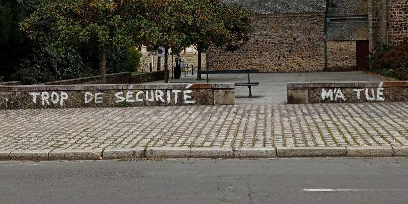 Trop de sécurité m'a tué : un message dans la rue