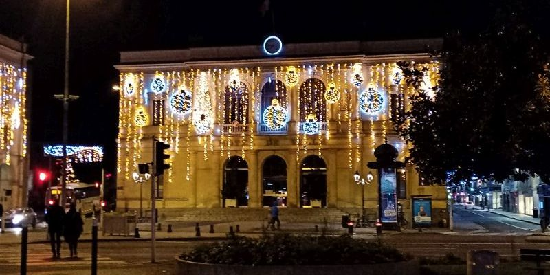 L'hotel de ville de Laval en Mayenne mis en lumières