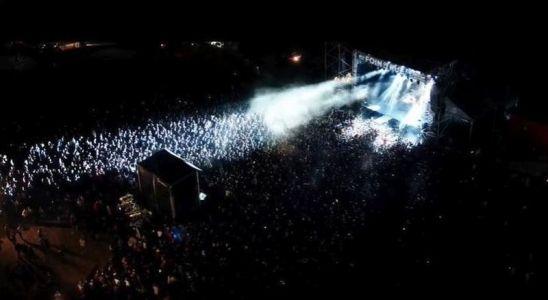Une vue aérienne du festival Au foin de la rue à Saint-Denis de Gastines
