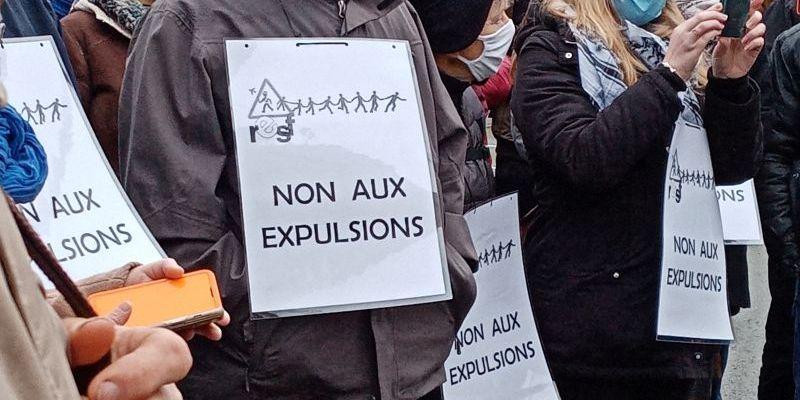 Manifestation en soutien pour Ivan, aLaval devant la Préfecture