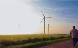 Des éoliennes en champs