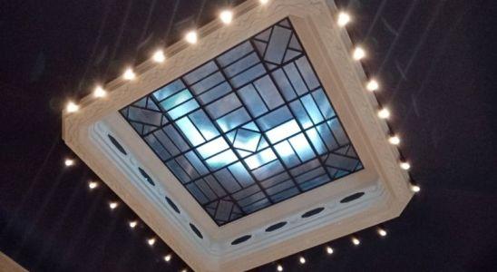 Le plafond de la salle du théatre de Gorron où se tient le conseil municipal.