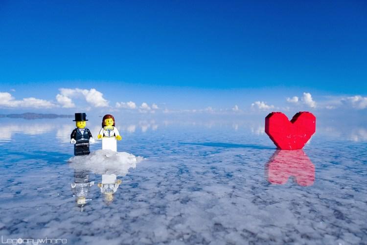 ウユニ塩湖で撮影したレゴのウェディングフォト