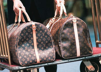 Baggage dating show fake gold