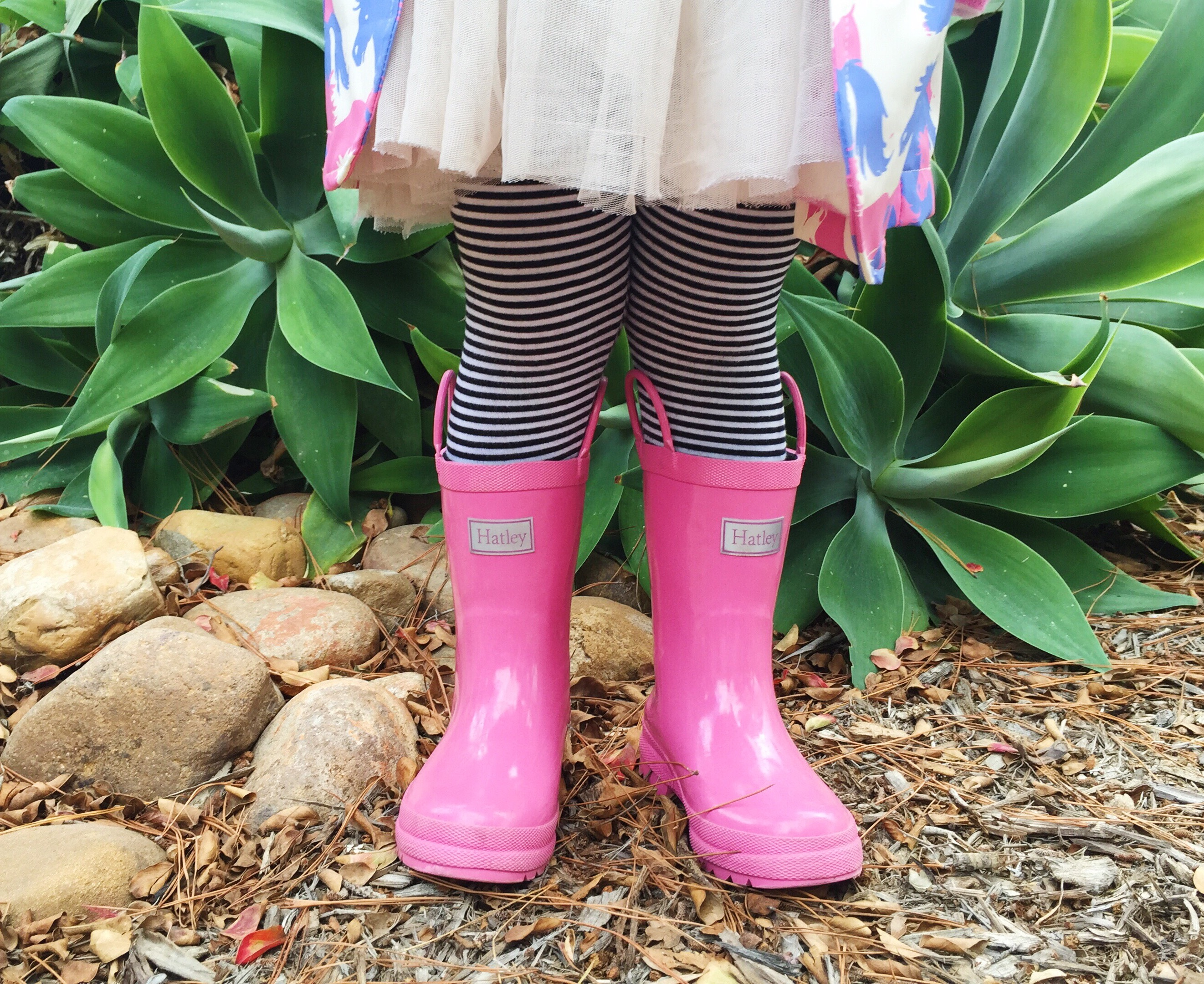 Kids Rain Boots. Help kids stay warm and dry in even the stormiest weather with the right footwear—a pair of stylish kids rain boots. Rain boots are a great choice for any outing that might involve walking through water, from puddles in the rain to ponds or wading pools.
