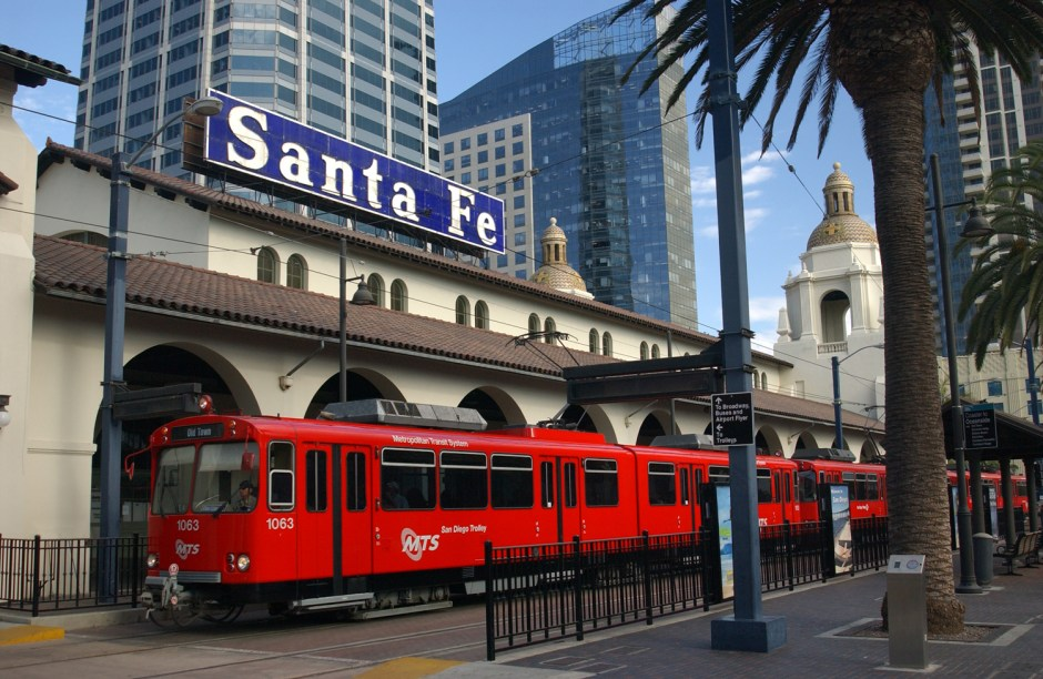 san-diego-trolley-with-kids