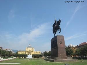 Pavillon des Arts et statue du Roi Tomislav – Zagreb