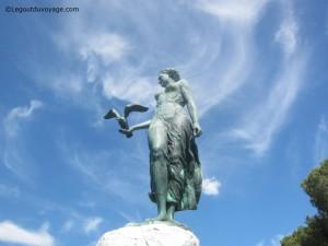 Statue de la jeune fille avec la mouette – Opatija – Croatie