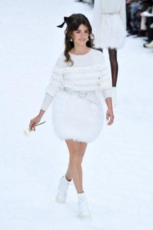 Chanel+Runway+Paris+Fashion+Week+Womenswear+d10JGN9qvFRl