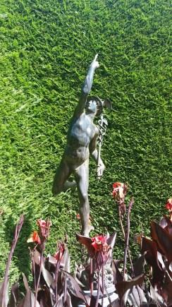 Messenger statue