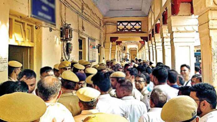Lawyers thrash cop at Alwar court in Rajasthan