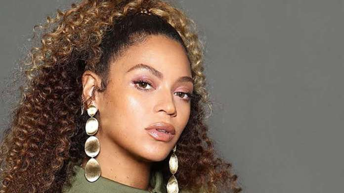 """Beyoncé Gives Fans A """"Bey-Cap"""" Of 2019 With Rare Pictures & Videos!"""