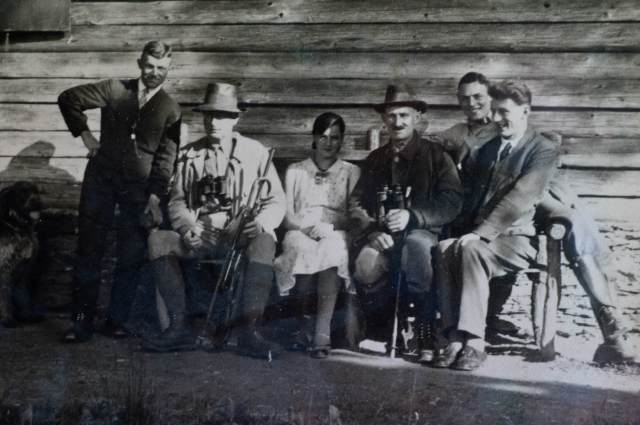 Ernst Leitz in front of the hunting lodge (1930)