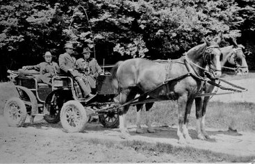 Ernst Leitz in his hunting carriage (1939)
