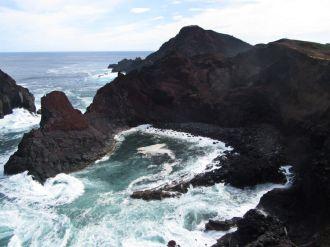 Ruige kust op Graciosa, Azoren; Rocky coast Graciosa, Azores