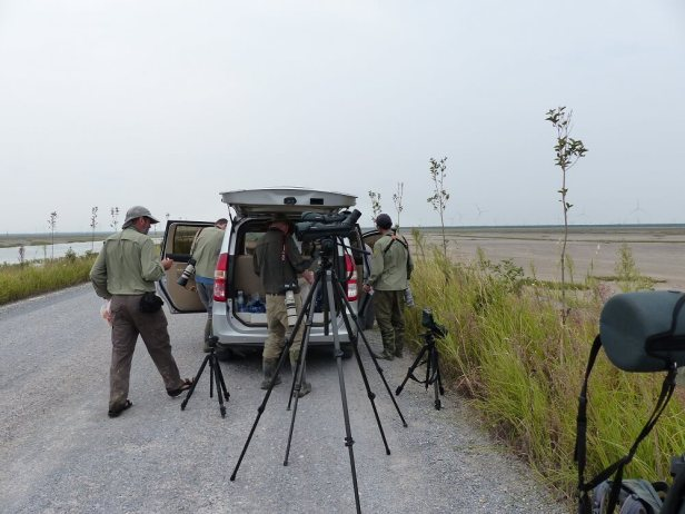 Ornithological-team-unloading-for-a-day-on-the-mudflats-c-Rich-Hearn-WWT