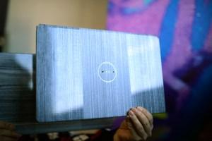 Eine mögliche Anwendung für CFRTPs sind leichtgewichtige und sehr dünne Laptop-Deckel