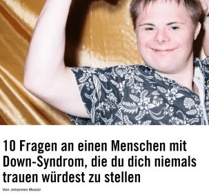 Ein Mann mit Down-Syndrom hält seine Arme nach oben und zeigt damit seine Muskeln. Unter dem Bild der Titel: 10 Fragen an einen Menschen mit Down-Syndrom die du dich niemals trauen würdest zu stellen