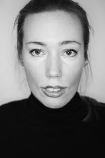 Porträtbild in schwarz weiß von Laura Gehlhaar