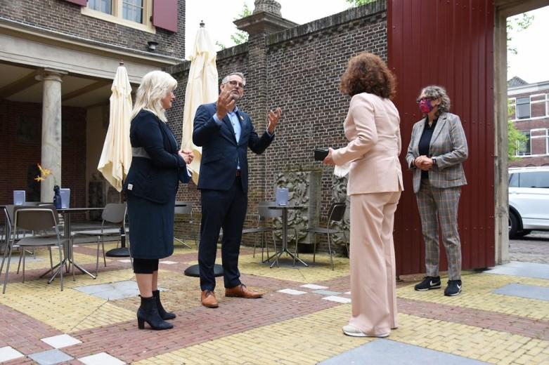 Lakenhal bezoek minister Ingrid van Engelshoven(15)