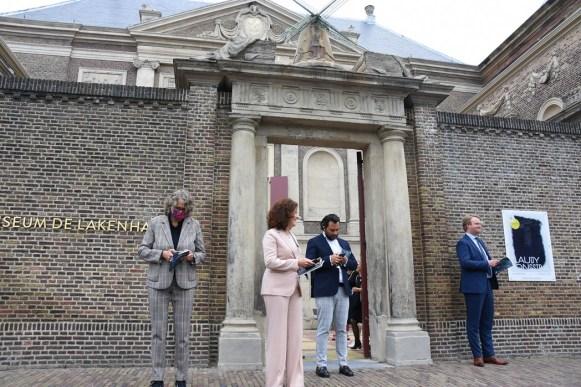 Lakenhal bezoek minister Ingrid van Engelshoven(80)