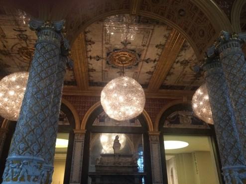 1.ceilinglightsinthecafe