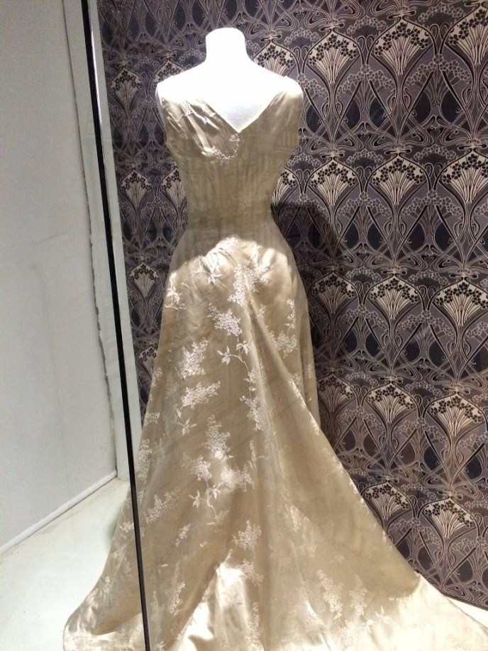 1907 dress in silk