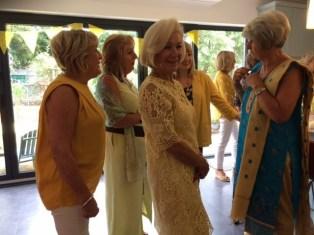 Yellow Fashioistas chatting