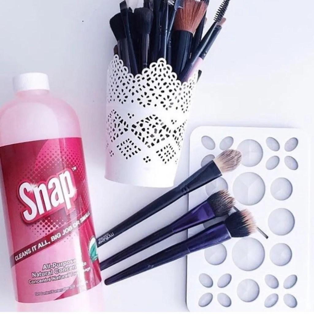 Snap Makeup Brush Cleaner