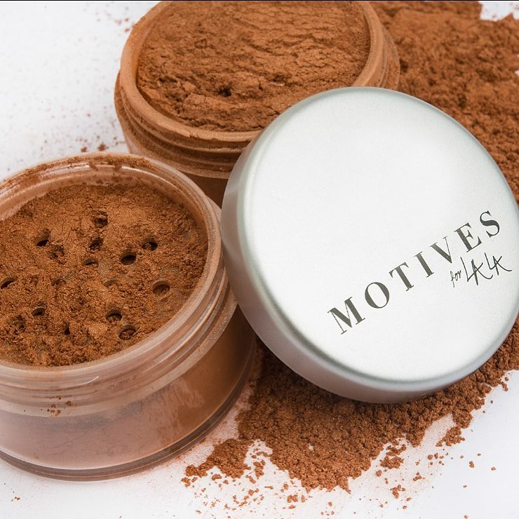 Motives for Lala Bronzing Shimmer Powder