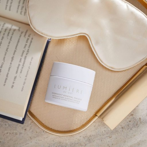 Don't just dream of radiant skin; make it a reality with an overnight mask. A beauty mask so easy, it works while you sleep.