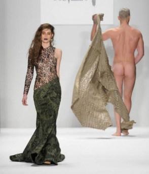 Mannenmode 2015: laat je piemol zien. | mannenmode-penis-new-york-4