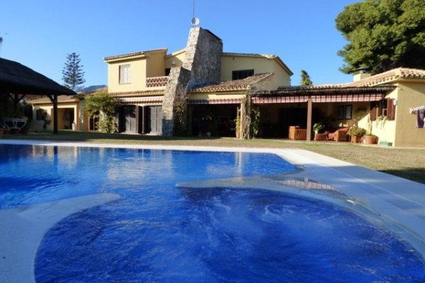 MAGNIFICENT VILLA WITH INDEPENDENT APARTMENT