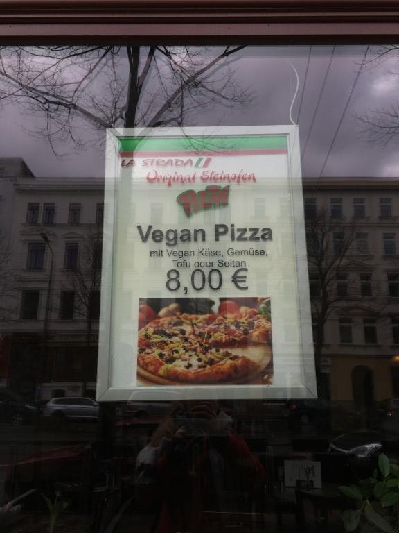 La Strada, Südvorstadt. Am I dreaming? Photo © Holly Doran