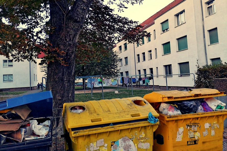 Plastic containers brimming with waste in Neu-Lindenau. (Image © Kapuczino)